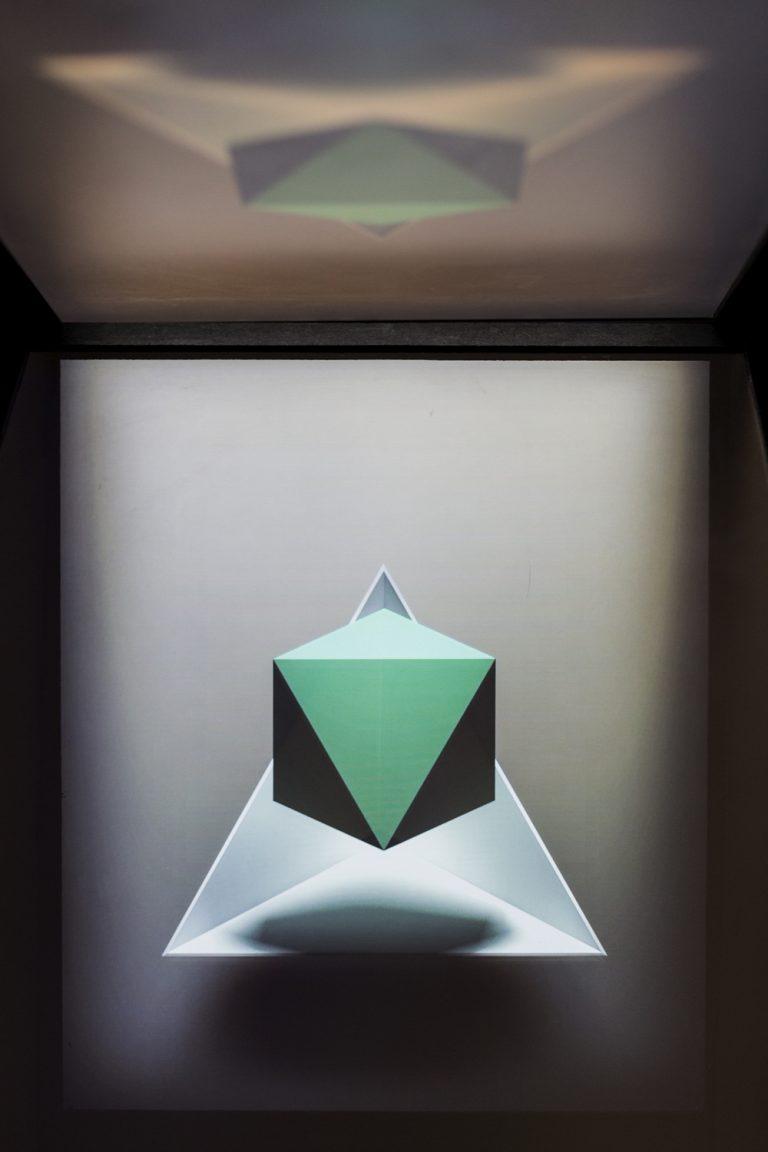 st_holograma02_garciavalles-768x1152